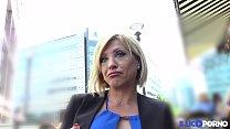 Lisa, belle milf corse, vient prendre sa double péné à Paris [Full Video] thumbnail