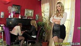 Weird lesbians urinating