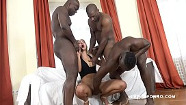 Serbian slut Cherry Kiss challenges the 3 black bulls! No Limits!