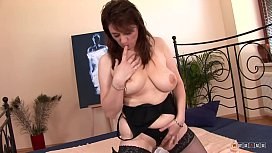 Mammy wants Daddy to fuck her Good and Cum on her Tits