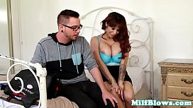 Bigtitted cougarmama dee oating lucky dude