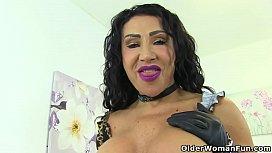 English milf Nicole DuPapillon spreads her huge fanny lips