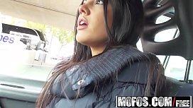Latina Frumoasa Vrea Sa O Suga