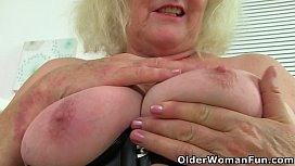 UK gilf Claire Knight squirts her fanny juice on the desk