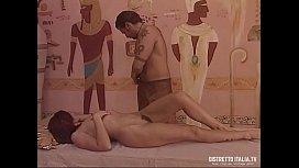 Apriti mummia: Il faraone e la regina chiavata e sborrata sulla fica pelosa