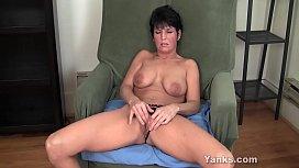 Yanks MILF Kassandra Wild Masturbates