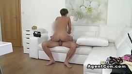 Fit amateur babe sucks and fucks fake agent