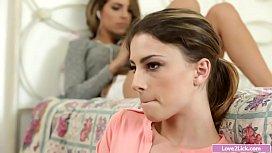 Teen babe facesitting her dyke stepsis