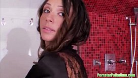 Ariella Ferrera shower solo