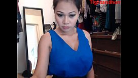 Sexy asian plays on webcam tightandho om