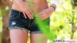 Babes Au Naturel starring Kennedy Nash clip