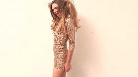 Shyla Ryder Hermosa Chica desnudandose para el fotografo.