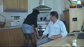 Anstatt Essen zu kochen kann sie am anz lu en Amateur