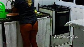 Caiu no wats !!! Caseira Peluda viciada em sexo na cozinha da patroa !!! Casal de primos - Paty bumbum - El toro De Oro