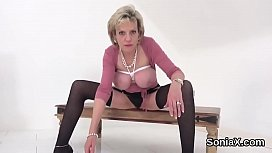 Unfaithful british mature lady sonia exposes her big naturals