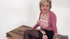 Unfaithful british mature lady sonia exposes her big naturals
