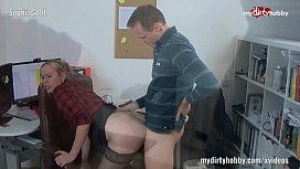 My Dirty Hobby SophiaGold im Buero abgefickt