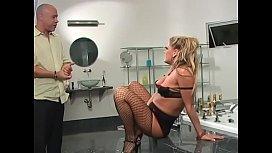 Blonde slut Chelsea Zinn fucks and sucks 2 hard cocks in her room