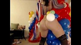 bellabrookz with clown balloon