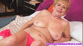 Hairy grandma dickriding in reverse cowgirl