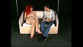 Annina rossa vogliosa di scopare dopo l'_intervista