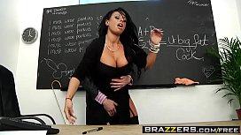 Estudante se aventurando com o seu professor