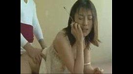 边和老公打话边在日本偷情