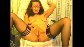 mature lady plays with pussy - hotcam-girls.com