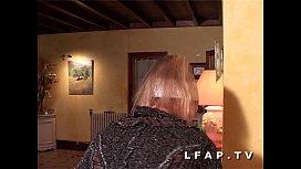 Jolie blonde francaise adore la sodo hard