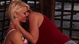 Darla Crane loves Ash Hollywood's tongue