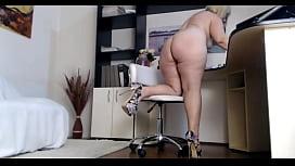BBW MILF in High-heels On Webcam