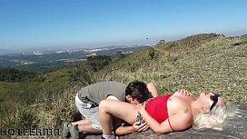 Loira gostosa fodendo nas montanhas com amante