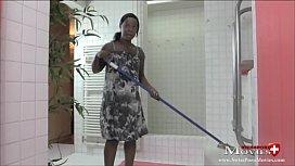 Pu au Tanya reinigt den anz in der Dusche SPM TanyaTR