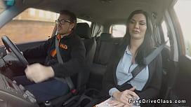 Guy bangs pierced cunt examiner in car
