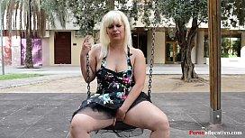 Susana se masturba a escondidas en un parque p&uacuteblico sin ser pillada