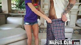 Mofos - Dont Break Me - Spinner Deepthroats Upside Down starring  Alaina Dawson