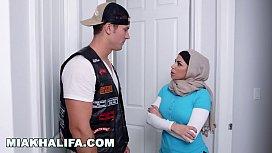 MIA KHALIFA - Featuring Big Tits MILF Julianna Vega... With Cum Shot!