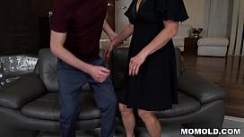 Kinky GILF Mariana Seducing Grandson of Neighbor