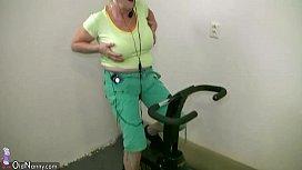 OldNanny Old granny dancing