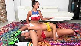 Veronica Rodriguez squirts in les trio