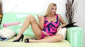 Lara De Santis huge anal gape with fuck machine