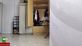 el tiene una obsesion con las medias y pone una camara oculta para grabar a su novia con ellas tenie