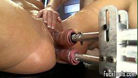 Γαμιούνται με μηχανή με δονητές