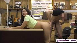 Pretty amateur brunette babe screwed by fraud driver
