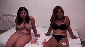 Shy and slut: Annbeth gives Maria masturbation lesson kalyn arianna deepthroat