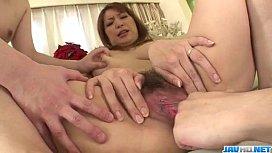 Araki Hitomi hot mom enjoys two lads in threesome