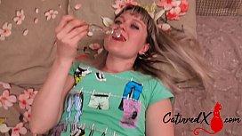 MILF Big Ass Masturbate Pussy Glass Sex Toy and Orgasm Closeup
