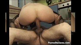 Amatoriale italian - moglie scopata in culo in cucina - anal end kitchen