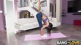 Gia Vendetti Stretching For The Big Black Dick Isiah Maxwell