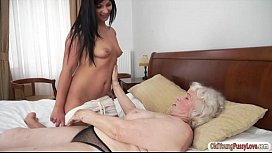 Teen Naomie and granny Norma are tasting each others pussy